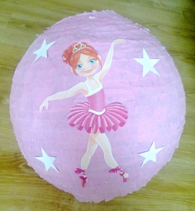 Różowa piniata z baletnicą