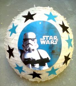 Biała piniata z motywem Star Wars